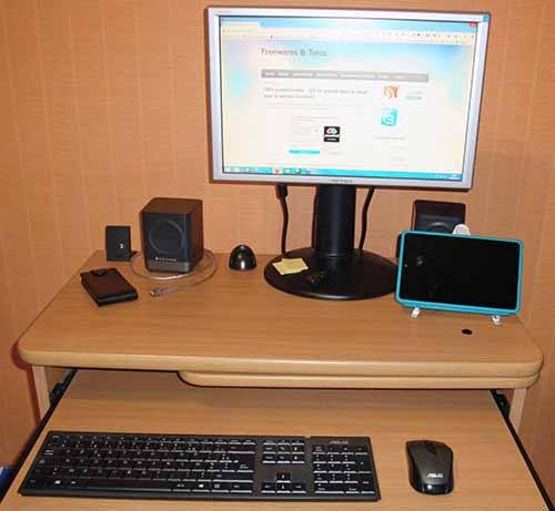 thebloom-desk